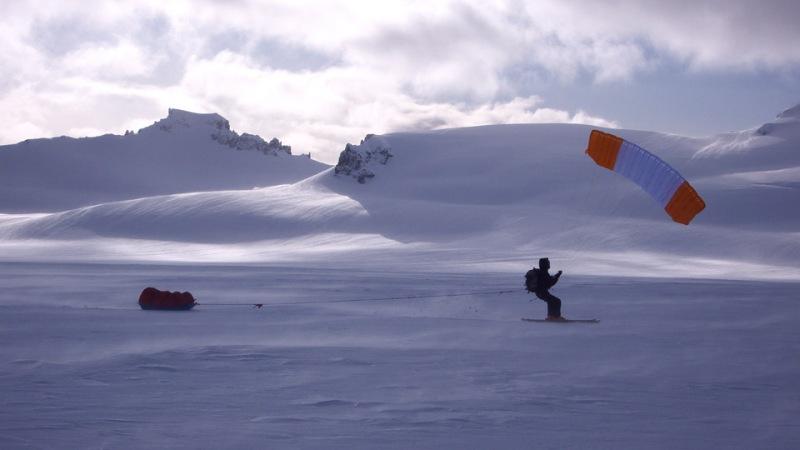 Entretien avec Michael Charavin – Le plaisir du snowkite sur les plus grands déserts deglace
